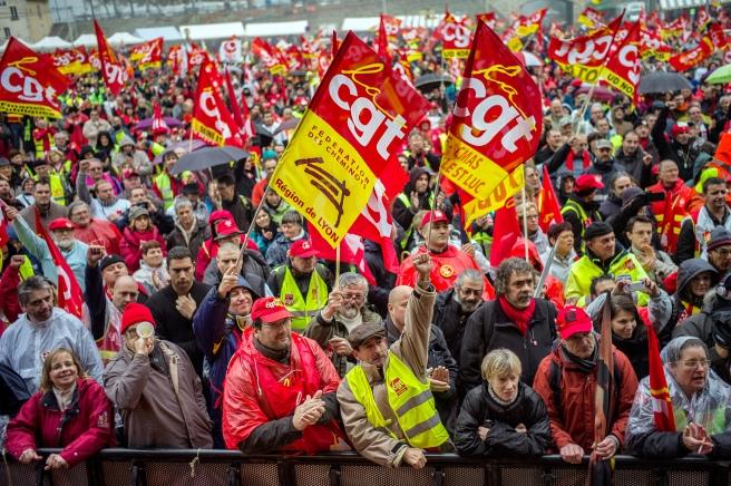 7767975029_un-rassemblement-cgt-le-5-novembre-2013-a-l-ouverture-du-proces-de-cinq-syndicalistes-qui-avaient-refuse-un-test-adn.jpg